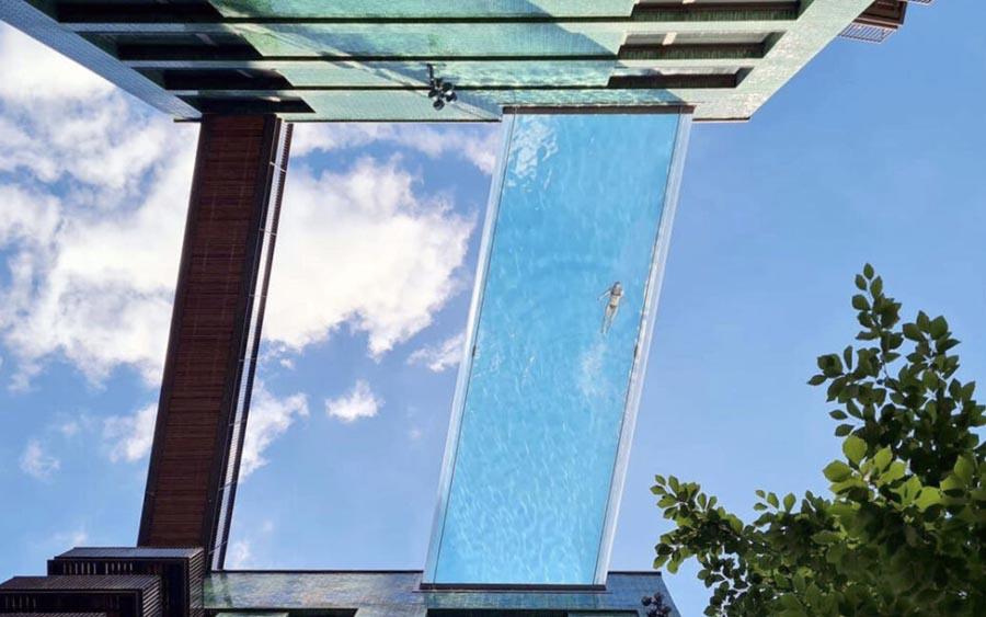 Piscina ligando prédios em Londres fica 10 andares acima do solo